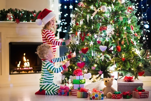 Want to Decorate Oregon Pine Trees for the Holidays? Here Are Top Indoor & Outdoor Safety Tips